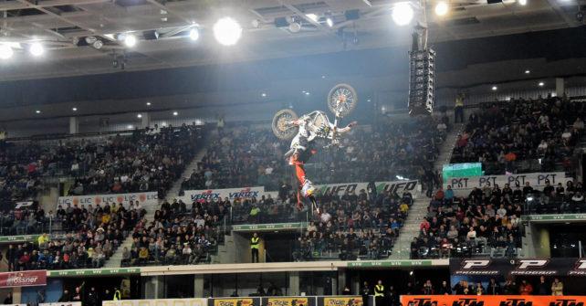 """<span lang =""""it"""">Turismo Vialattea: una promozione speciale davanti ai 10mila del Torino Supercross</span>"""